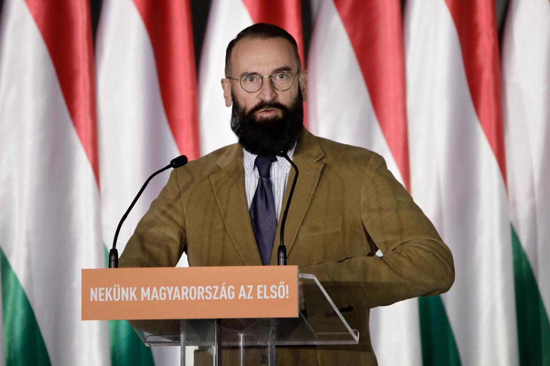 De oerconservatieve Jószsef Szájer stapte op uit het Europees Parlement, en zijn Fidesz-partij, nadat hij in Brussel betrapt werd tijdens een seksfeest met twintig mannen.  Beeld AFP