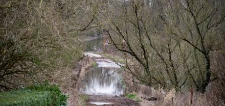 Niemand mag Millingerwaard in; behalve gasten van Theetuin: 'Uitzondering voor hoogwatershuttlebus'