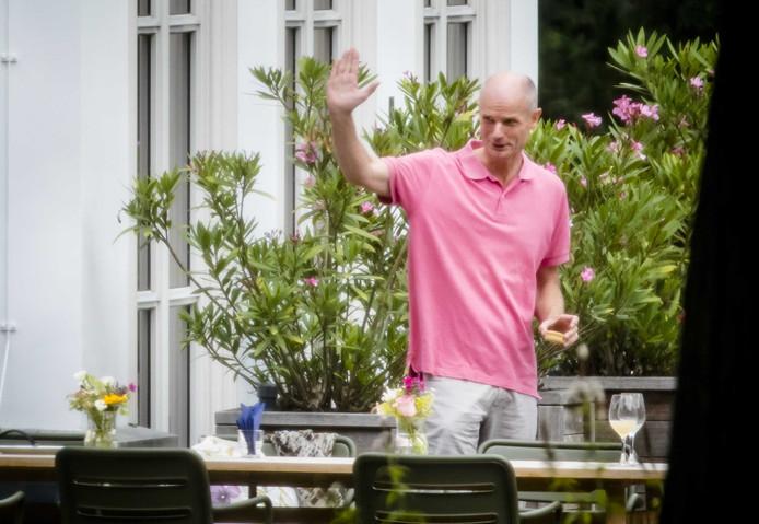 Minister Stef Blok van Buitenlandse Zaken tijdens een lunch in de tuin van het Catshuis voor een informele heisessie van het kabinet.