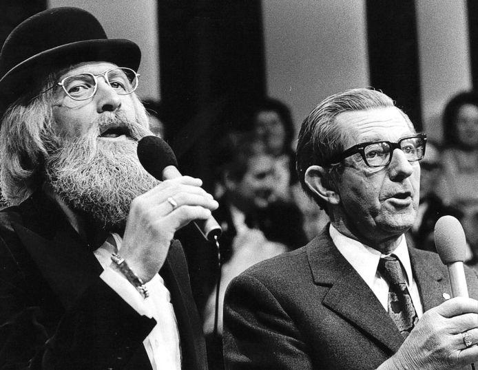 Boer Koekoek (rechts) in duet met Vader Abraham (1974).
