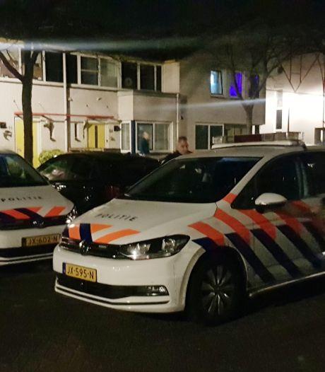 Grote politiemacht valt woning in Zielhorst binnen