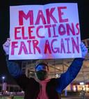 Aanhangers van Donald Trump beschuldigen de Democraten van 'fraude' en 'gestolen verkiezingen'