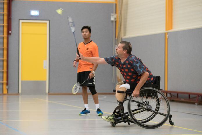 Initiatiefnemer Jan Stempher in actie met trainer Jess Bourgonje.