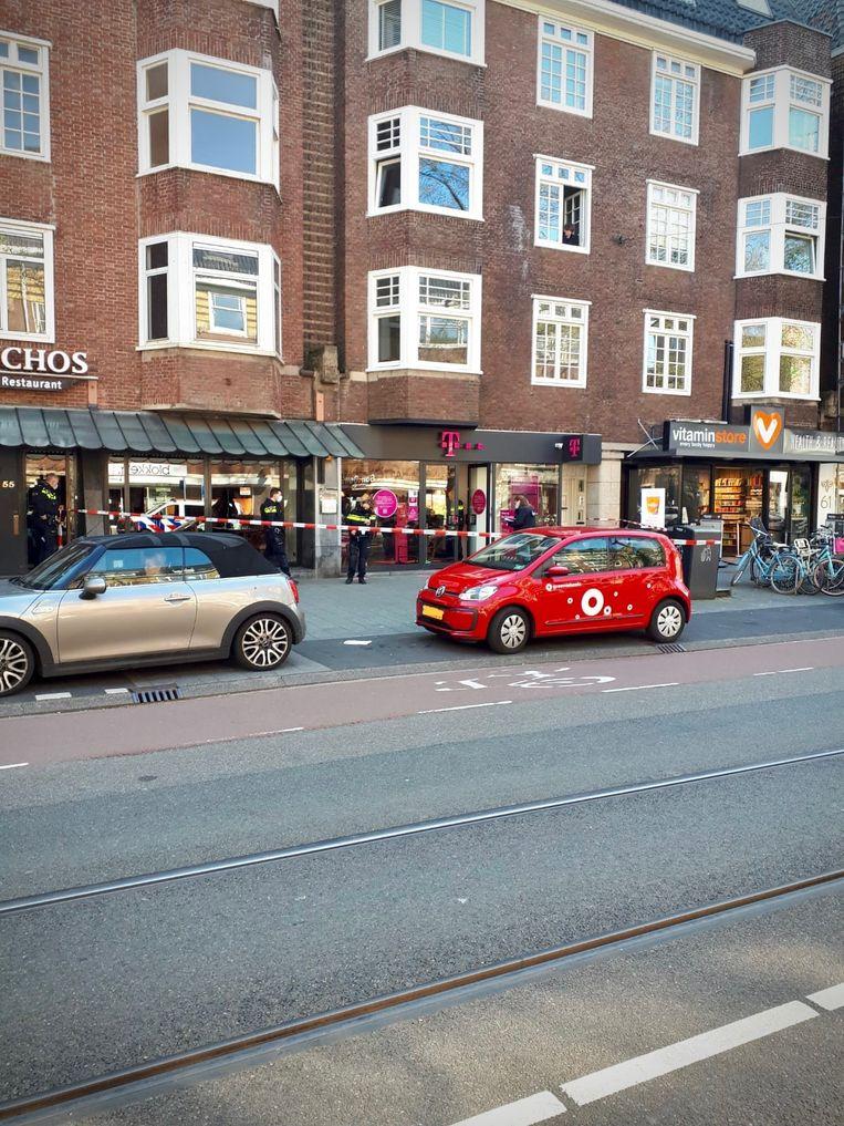 De overvallen winkel in de Beethovenstraat. Beeld Politie Amsterdam