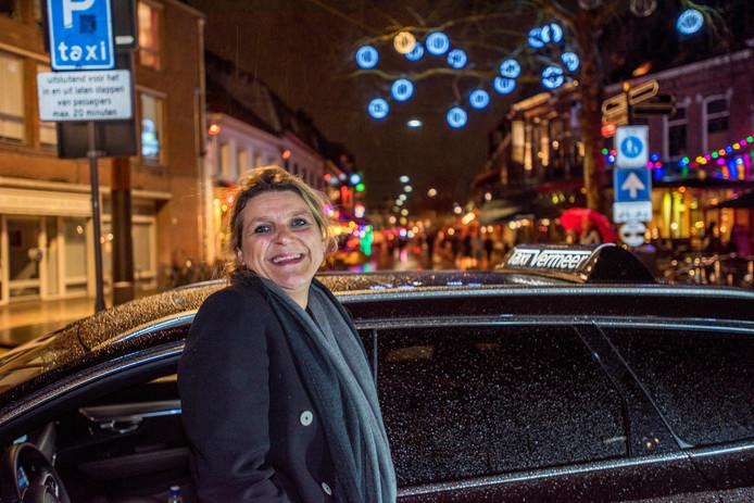 Een nacht op pad met Simone Berkelmans, taxichauffeur van Taxi Vermeer/