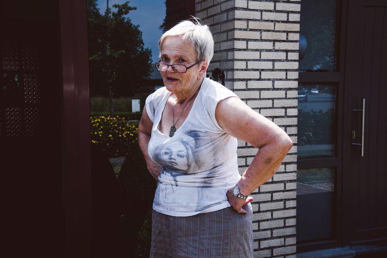 Een bewoonster in de wijk Zonnige Woonst in Hamme: 'Af en toe haal ik de kleindochter van school. Dan vormen al die Turkse vrouwen met hun kopdoeken een apart groepje. Die spreken alleen met elkaar. In het Turks.' Beeld Francis Vanhee