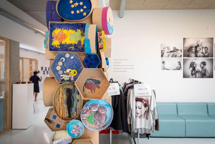 MECHELEN Opening van de tentoonstelling van het project 'Talent uit de buurt' van lokaal dienstencentrum De Schijf