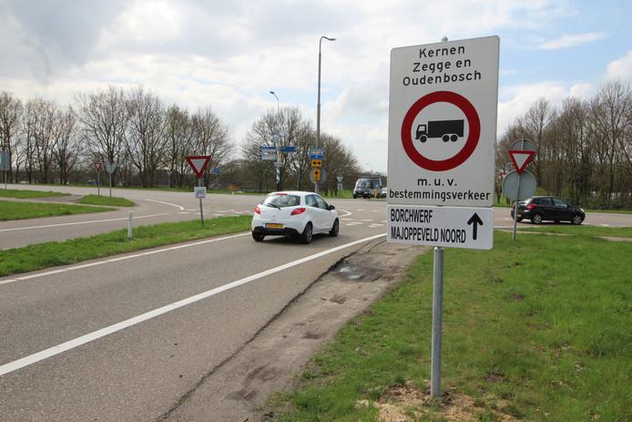 Borden moeten sluipverkeer richting Zegge ontmoedigen.
