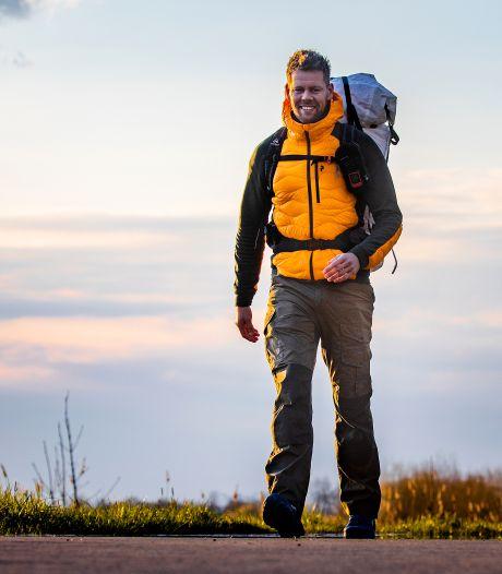 Tom droomde er altijd van avonturier te zijn, dus steekt hij wandelend de wereld over: 'Dit gaat lukken'