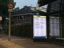 Fans PEC Zwolle hangen bushokjes in Deventer vol met posters: GAE-supporters komen in actie