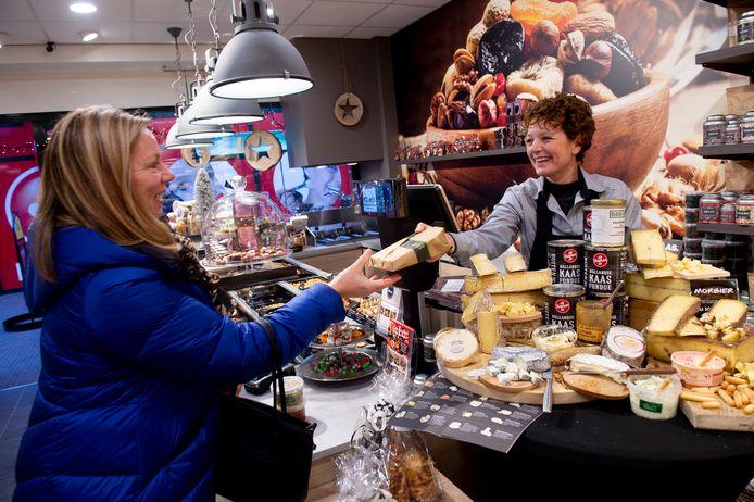 Koopzondag in december in Epe bij kaas- en notenwinkel Alexanderhoeve.