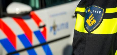 'Opvallend warm geklede jongeren' (16 en 17) aangehouden voor gewapende overval in Almere