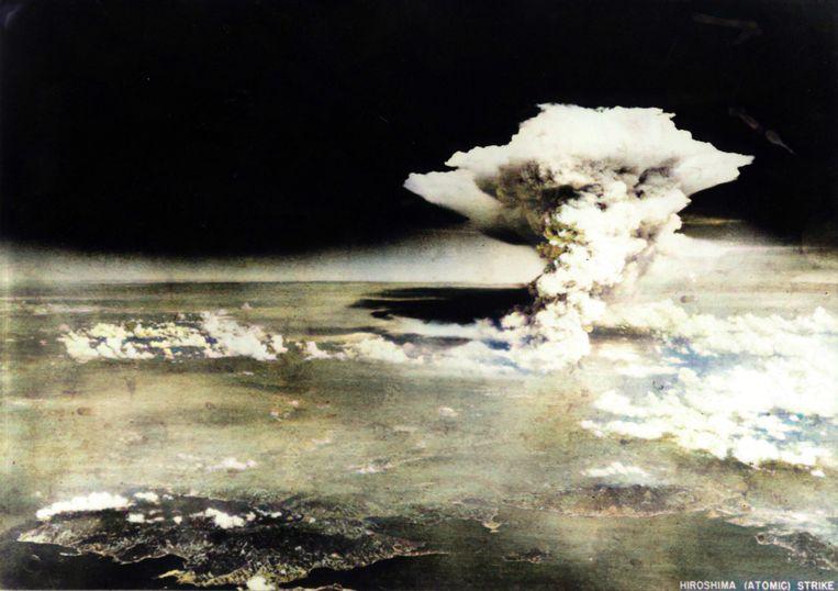 Op 6 augustus 1945 droppen de Amerikanen de eerste atoombom op de Japanse stad Hiroshima, drie dagen later is Nagasaki aan de beurt. Honderdduizenden mensen sterven. Beeld KOS