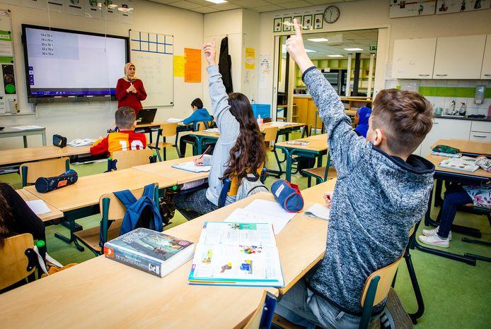 School Ikra in Dordrecht geeft ondanks de scholensluiting gewoon les aan alle leerlingen.