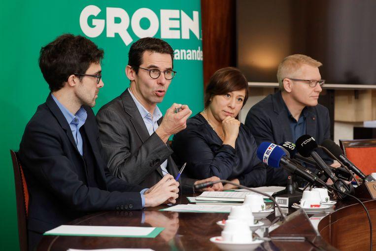 De kopstukken van Groen en Ecolo leggen hun eisen voor premier Michel op tafel. Beeld BELGA