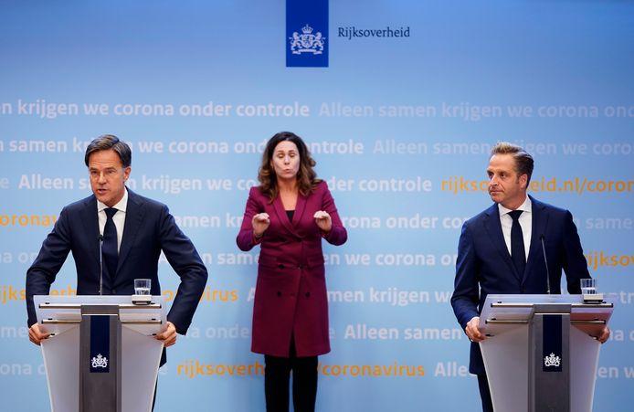 Premier Mark Rutte en 'coronaminister' Hugo de Jonge kondigden maandagavond strengere maatregelen aan.