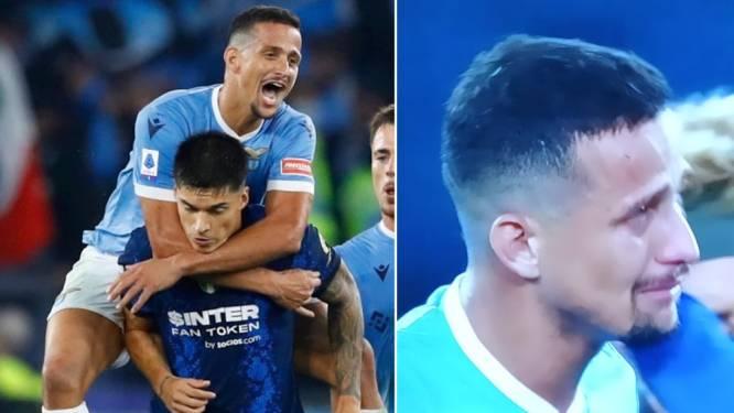 Gejen pakt verkeerd uit: Lazio-speler springt na zege in rug van ex-ploegmaat en stapt uiteindelijk zélf in tranen van het veld