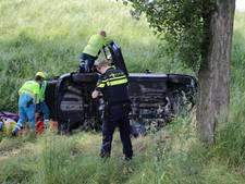 Auto belandt naast oprit op A27 bij Raamsdonksveer, echtpaar gewond