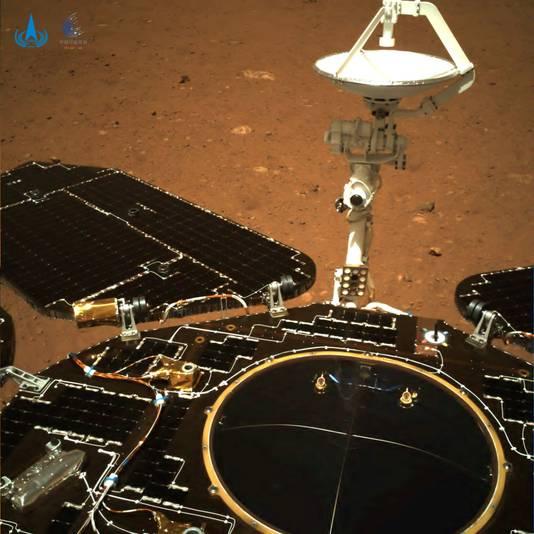 Beelden van de Zhurong van het oppervlak van Mars.