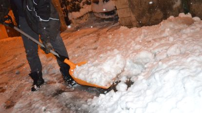 Hevige sneeuwval eist dode in Frankrijk: 320.000 huizen zonder stroom