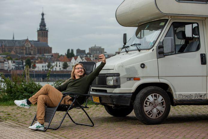 Verslaggever Dirk Lotgerink is een fanatiek kampeerder en bezocht de vijf mogelijke plekken voor een stadscamping in Nijmegen.