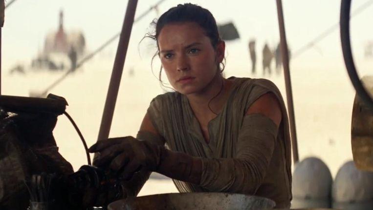 Het vrouwelijke personage Rey wordt omschreven als een 'veerkrachtige overlever'. En dat lijkt verdacht veel op de underdog-heldenrol van Luke Skywalker. Beeld rv
