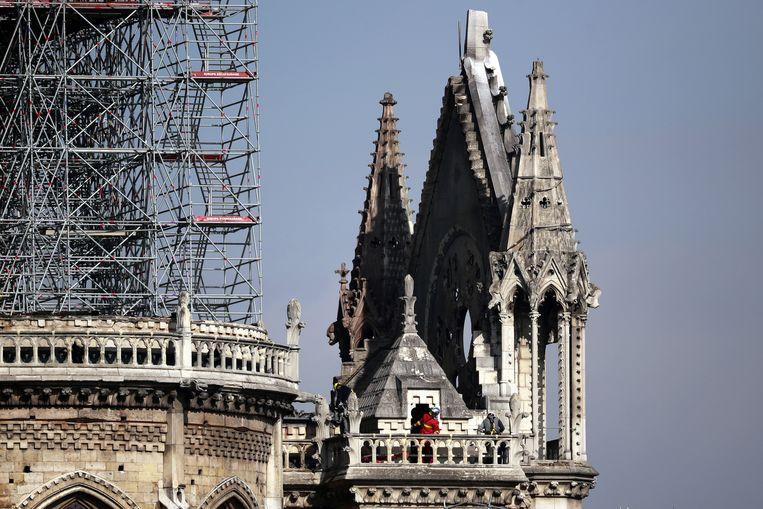 De Notre-Dame, een dag na de grote brand. Beeld EPA