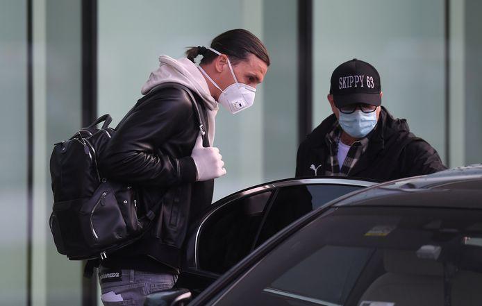 Zlatan Ibrahimovic op het vliegveld van Milaan