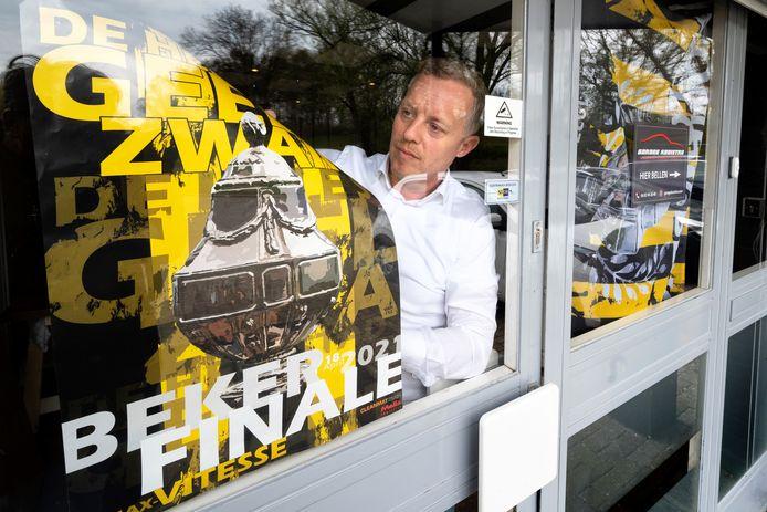"""De finale is gespeeld, de posters kunnen weg, ook bij Roderik van Veelen, voorzitter van Supportersvereniging Vitesse. ,,We hebben laten zien dat Vitesse leeft als nooit tevoren."""""""