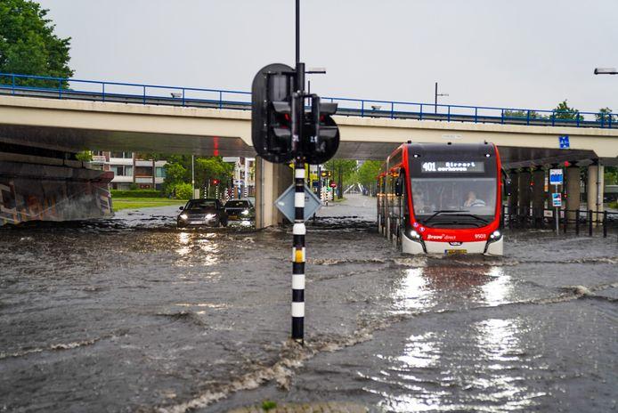 Ook de tunnel bij de Noord-Brabantlaan is volledig ondergelopen.