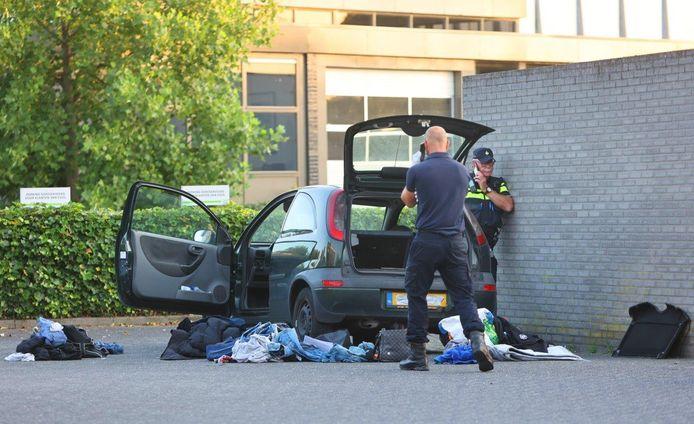 De auto is tijdens het onderzoek volledig overhoop gehaald.