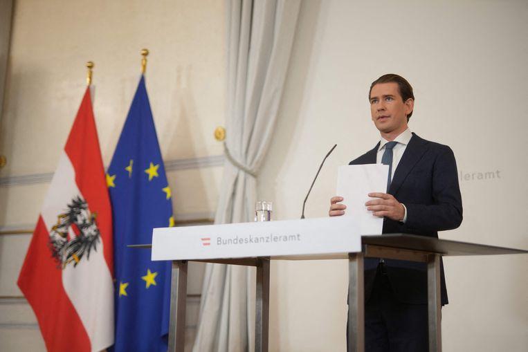 Achtervolgd door beschuldigingen van corruptie, maakte Kurz zaterdagavond zijn aftreden bekend tijdens een persconferentie Beeld AFP