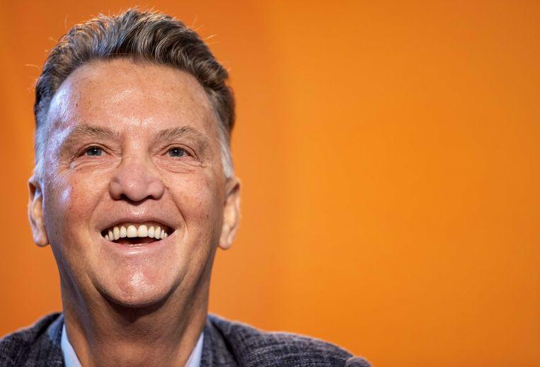 Bondscoach Louis van Gaal maakt zijn definitieve selectie van het Nederlands elftal voor de interlands met Noorwegen, Montenegro en Turkije in de WK-kwalificatie bekend tijdens een bijeenkomst met de media. ANP KOEN VAN WEEL Beeld ANP