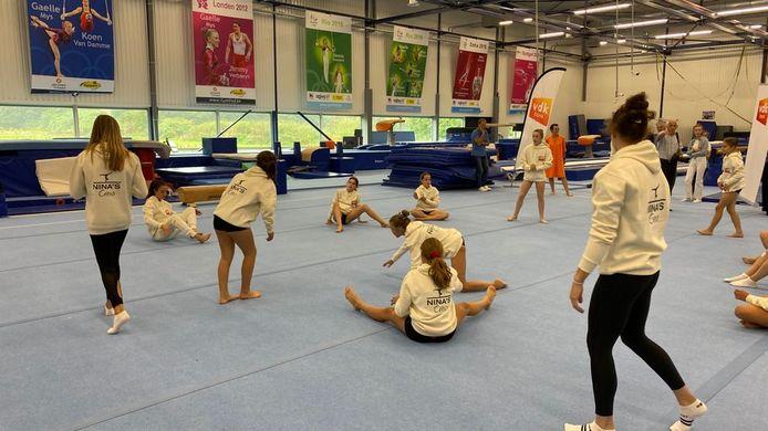 Nina Derwael leerde de jonge turnsters de kneepjes van het vak.