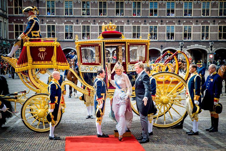 DEN HAAG - Koning Willem Alexander en koningin Maxima komen in de Glazen Koets aan op het Binnenhof voor het voorlezen van de troonrede in de Ridderzaal.