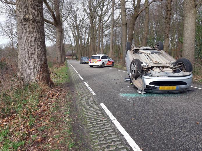 Het eenzijdige ongeluk vond plaats op de Heinoseweg in Dalfsen.