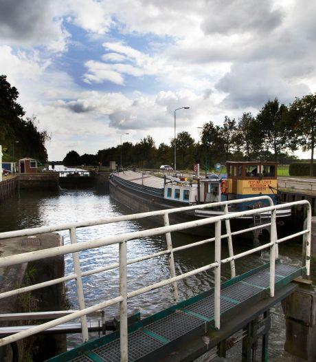 Verkeersbrug sluis 9 in Helmond wordt fietsbrug