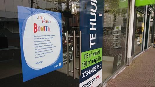De eerste gedichten werden woensdagmorgen in het centrum opgehangen.