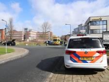 Man gewond na aanrijding door auto in Gouda