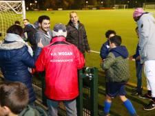 Geen kantine, dus bier van de Jumbo voor vriendenteam van voetbalvereniging Wodan in Eindhoven