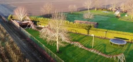 Des YouTubeurs néerlandais construisent des montagnes russes de 50 mètres de long dans leur jardin