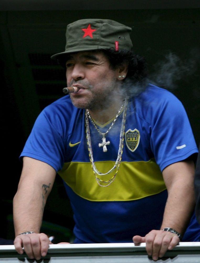 Diego Armando Maradona bekijkt vanaf de tribune de wedstrijd Boca Juniors - Colon de Santa Fe in het 'La Bombonera Stadium', in Buenos Aires op 26 November 2006. <br /> Beeld null