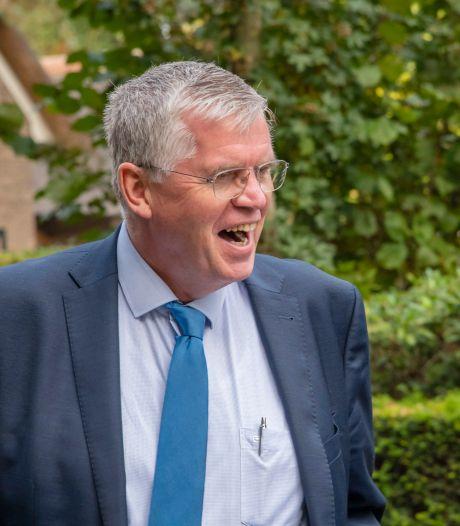 Ermelose politiek bijt op tong in crisis rond burgemeester Baars