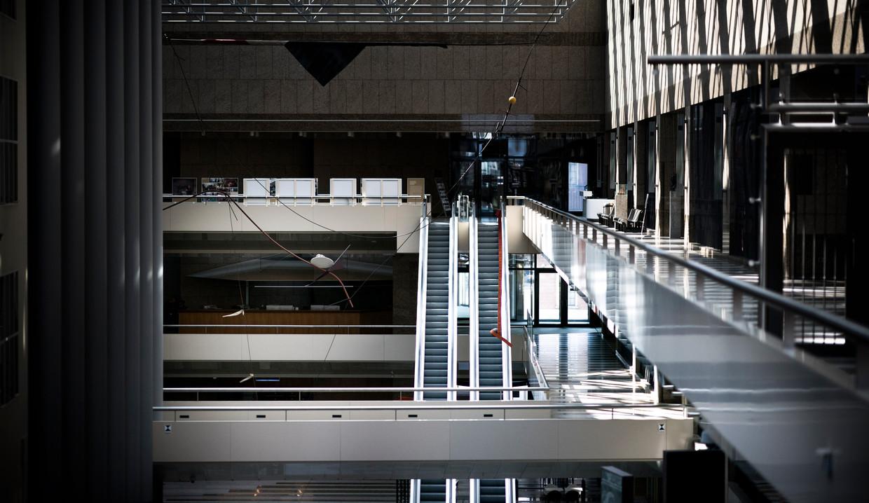 Een lege statenpassage in de Tweede Kamer. Beeld Freek van den Bergh / de Volkskrant