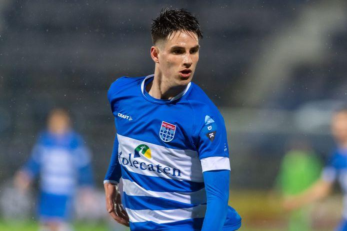 Slobodan Tedic is voorlopig de enige echte spits in de selectie van PEC Zwolle, die donderdag aan de eerste training van het seizoen begint.