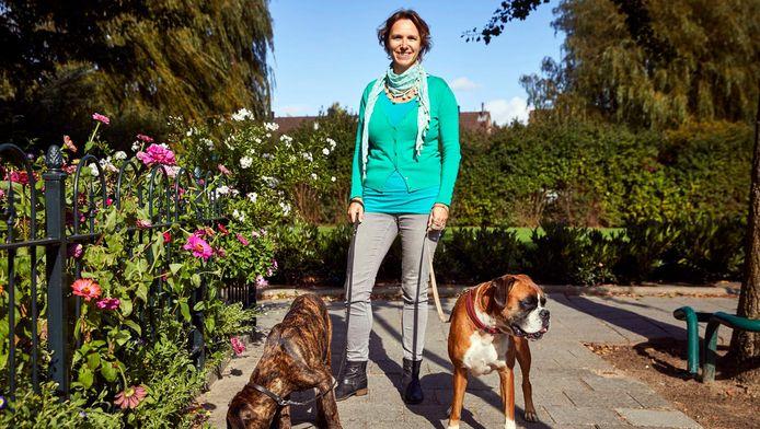 Liever dan in Rotterdam woont Geradine Roskam in een dorp 'waar je gewoon over straat kan'.
