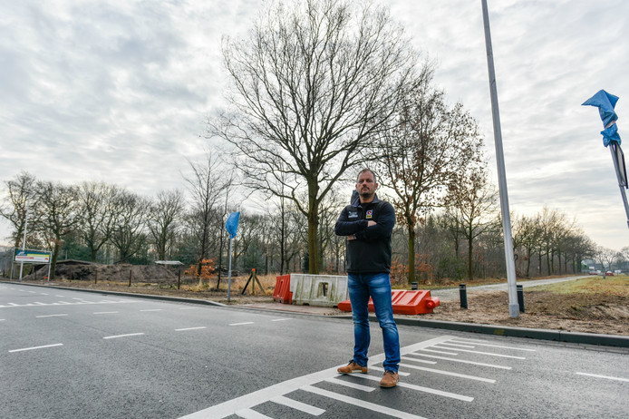 Kees Laurier op de kruising De Bosschen-Christiaan Huygensweg in Drunen.