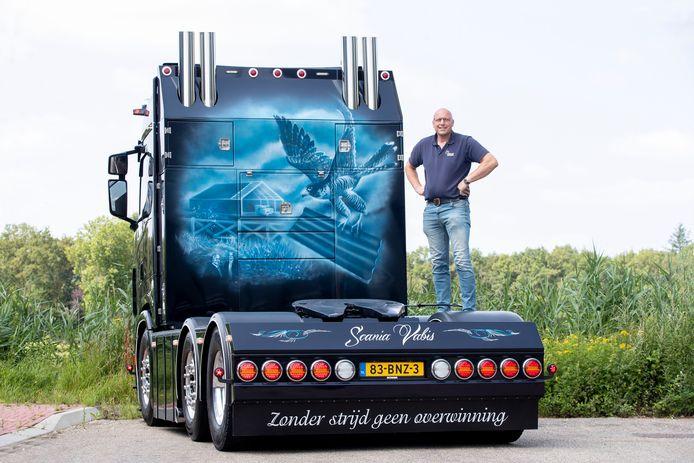 Johan Folmer uit Kesteren doet met zijn truck mee aan de wedstrijd 'Mooiste Truck van Nederland'.