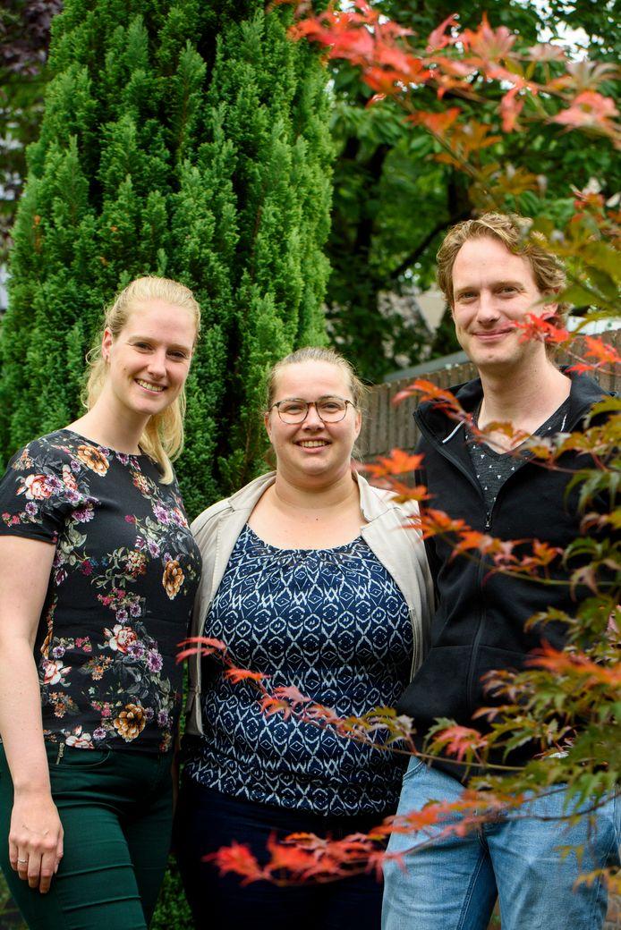 Marjolein Scheepens, Rosanne Jansen en Geert-Jan Scheepens (vlnr) geven leiding tijdens de Jeugdweek.