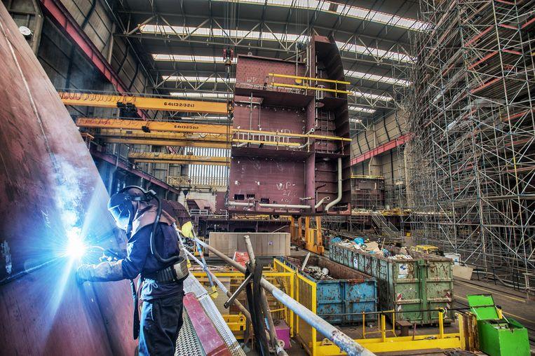 De bouw van een schip door Royal IHC. De scheepsbouwer draait al sinds voor de coronacrisis verlies. Beeld Raymond Rutting